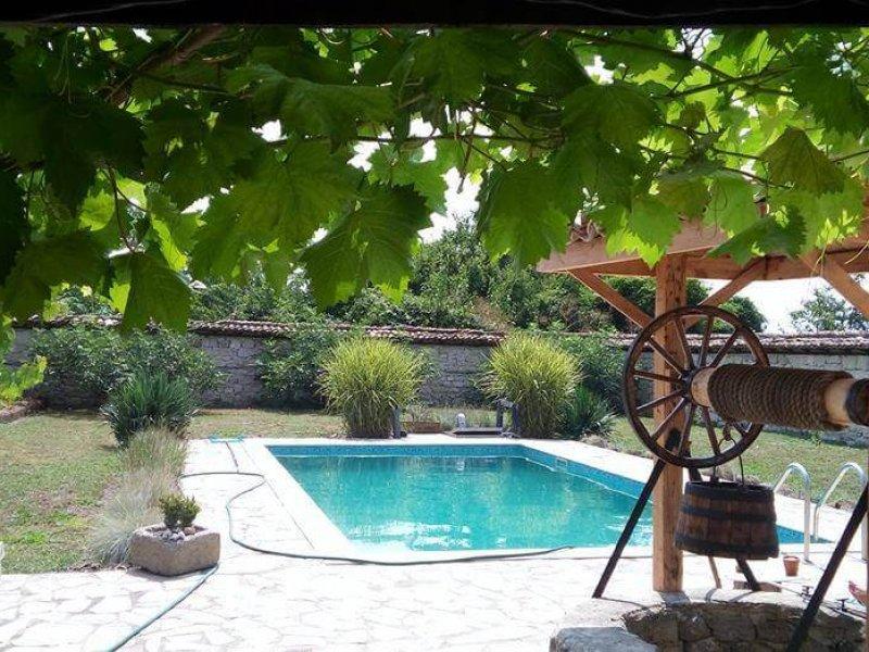 завършен басейн в село добрина
